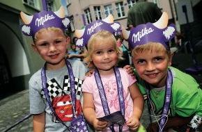 """Alpenregion Bludenz Tourismus GmbH: """"Lila-Zeitreise"""" am 7. Juli in der Alpenstadt Bludenz Milka Schokofest 2012 -  für die ganze Familie"""