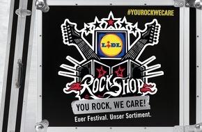 LIDL: 92.500 Besucher, 1 Filiale: Der Lidl-RockShop bei Rock am Ring /  Lidl errichtet wieder Filiale auf dem Festivalgelände: mit Entertainment vor dem Einkauf, RockShop-Bäckerei und Chillout-Zone mit DJ