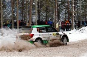 Skoda Auto Deutschland GmbH: SKODA Piloten Lappi/Ferm führen die Rallye Lettland an, Wiegand/Christian auf Platz fünf