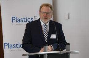 PlasticsEurope Deutschland e.V.: Bekenntnis zum Verbraucher- und Umweltschutz / Kunststofferzeugung: Ende der Aufholjagd