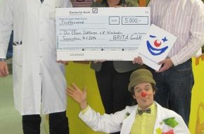 BRITA GmbH: Spende von BRITA für die Clown Doktoren