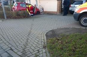 Polizei Northeim/Osterode: POL-NOM: PKW-Fahrer fährt in Hauswand