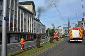 Feuerwehr Mülheim an der Ruhr: FW-MH: Feuer auf dem Balkon eines Wohn- und Geschäftshauses in der Mülheimer Innenstadt.