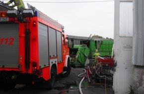 Feuerwehr Bottrop: FW-BOT: Bottrop; Brand eines Müllwagens auf einem Firmengelände