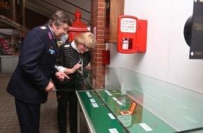 Deutscher Feuerwehrverband e. V. (DFV): Auszeichnungen als Spiegel der Feuerwehrsysteme / BRD und DDR: Sonderausstellung im Deutschen Feuerwehr-Museum eröffnet