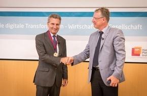 HPI Hasso-Plattner-Institut: Sofortige Erkennung komplexer Cyber-Angriffe: EU-Digitalkommissar Oettinger bekommt am Hasso-Plattner-Institut neues System gezeigt
