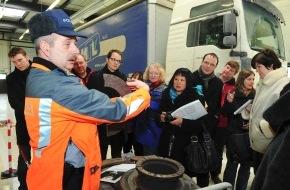 Alpen-Initiative: Europa besucht das Lastwagenkontrollzentrum Ripshausen in Uri