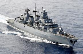 """Presse- und Informationszentrum Marine: Fahnenbandverleihung an die Fregatte """"Mecklenburg-Vorpommern"""""""