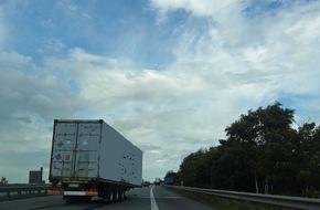 Polizeiinspektion Cuxhaven: POL-CUX: Container löst sich von Lkw + Wohnhauseinbruch in Schiffdorf