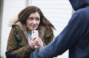 CosmosDirekt: Diebstahl zwecklos: So vergeht Langfingern die Lust auf teure Smartphones