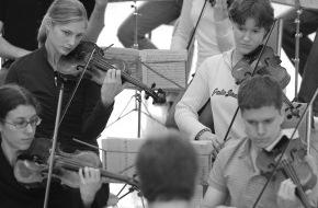 Schweizer Jugend-Sinfonie-Orchester: Schweizer Jugend-Sinfonie-Orchester auf Tournee mit Werken von Mahler und Schostakowitsch