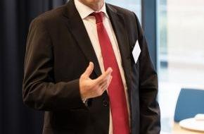 Santander Consumer Bank AG: Verleihung der vorläufigen Transcripts an die von Santander geförderten Stipendiaten an der Universität zu Köln
