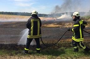 Feuerwehr Dorsten: FW-Dorsten: Brennende Strohpresse beschäftigte am Mittag die Feuerwehr