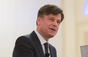 """Deutsche Gesellschaft für Schmerzmedizin e.V.: """"Ärzte sollten mehr auf ihre Erfahrung setzen"""" / Exzellenz-Symposium zum Abschluss des Deutschen Schmerz- und Palliativtages"""