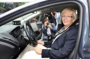 Ford-Werke GmbH: Vom vernetzten Fahrzeug bis hin zum Stauassistenten: Ministerpräsidentin Hannelore Kraft verschafft sich Überblick zu Forschungsaktivitäten von Ford in Europa