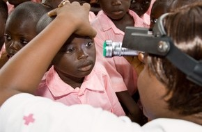 Schweizerische Zahnärzte-Gesellschaft SSO: World Sight Day 2014 / SSO-Zahnärzte und das Schweizerische Rote Kreuz rufen zu Zahngold- und Schmuckspenden auf