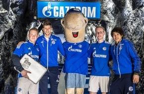 GAZPROM Germania GmbH: Huntelaar und Uchida bringen Fans zu allen Spielen der Königsblauen