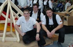 ZDB Zentralverband Dt. Baugewerbe: Deutschland ist Zimmerer-Europameister 2012 / Zimmerer-Nationalmannschaft holt Gold und Silber bei der EM 2012 in Stuttgart (mit Bild)