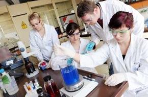 ZESTRON: Dr. O. K. Wack Chemie GmbH mit zweistelligem Umsatzwachstum  durch Qualität und Individualität
