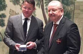 Zentralverband Deutsches Kraftfahrzeuggewerbe: Verdienstkreuz 1. Klasse für ZDK-Präsident Karpinski
