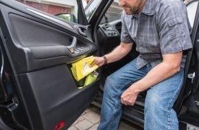 HUK-Coburg: Tipps für den Alltag / Nur mit Warnweste starten / Ab Juli muss in jedem Fahrzeug eine Warnweste liegen