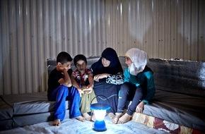 IKEA Deutschland GmbH & Co. KG: Die IKEA Foundation unterstützt UNHCR bei der Beleuchtung von Flüchtlingslagern / Licht schafft ein sichereres Leben für Flüchtlinge
