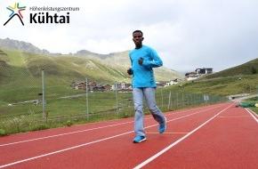 Tourismusbüro Kühtai: Spitzenathlet Lemawork Ketema trainiert mit Urlaubsgästen im Höhenleistungszentrum Kühtai