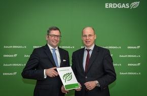 Zukunft ERDGAS e.V.: Jahresbericht vorgestellt: Wachsende Bedeutung von Erdgas erwartet / Energieverbrauch und Emissionen sinken, Marktanteil von Erdgas wächst