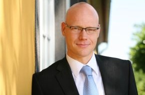 Haufe Akademie: Geschäftsführung erweitert / Dr. Jörg Schmidt, Geschäftsführer der Akademie für Führungskräfte, wechselt zur Haufe Akademie