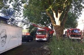 Feuerwehr Dinslaken: FW Dinslaken: Großbrand in Dinslaken - Nachlöscharbeiten im Kreativquartier
