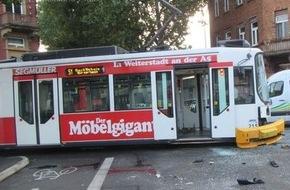 Polizeipräsidium Mainz: POL-PPMZ: Mainz, Bus kollidierte mit Straßenbahn - Drei Verletzte