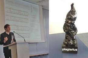 """simpleshow GmbH: Plagiarius-Verleihung: Standing """"Buh""""-vations für den digitalen Nachahmer des Erklärexperten simpleshow"""
