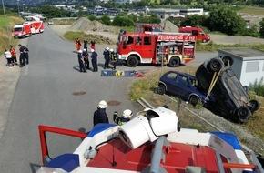 Feuerwehr Plettenberg: FW-PL: Schwerer Verkehrsunfall im OT Osterloh war Einsatzübung;  Löschgruppe Selscheid übernahm Erstversorgung eines verletzten Motorradfahrers im OT Erkelze in Plettenberg