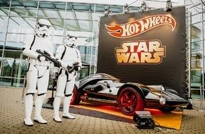 Mattel GmbH: Komm auf die dunkle Seite - Hot Wheels präsentiert sein Darth Vader Fahrzeug in Lebensgröße auf der Spielwarenmesse in Nürnberg