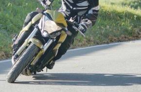 Touring Club Schweiz/Suisse/Svizzero - TCS: En toute sécurité durant la nouvelle saison de moto: Contrôle de sécurité TCS sur le col du Grimsel