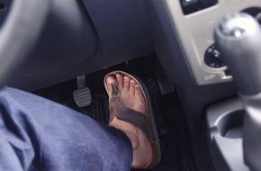 CosmosDirekt: forsa-Umfrage: Viele Autofahrer sind mit ungeeignetem Schuhwerk unterwegs