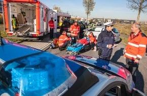 Polizeipressestelle Rhein-Erft-Kreis: POL-REK: Verkehrsunfall mit zwei Verletzten - Hürth