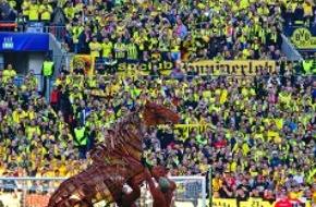 Stage Entertainment Berlin: Ein Pferd in Wembley! / Theaterstar Joey aus WAR HORSE begeistert bei Champions League Finale