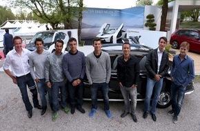 BMW Group: Tennis-Stars im historischen BMW Auto-Corso zum roten Teppich