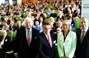 """Initiativkreis Ruhr GmbH: Zweites Gründer-Forum NRW - starkes Bündnis fördert innovative Firmenstarter / Initiativkreis-Ruhr-Moderator Klaus Engel: Impulsprojekt """"Smart am Start"""" öffnet Gründern die Türen zu den Chefetagen"""