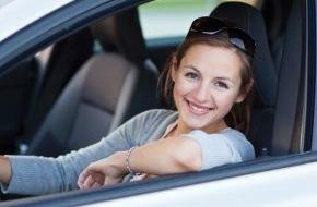 CosmosDirekt: 126 Jahre nach Bertha Benz: Eigenes Auto für Frauen wichtiger als für Männer