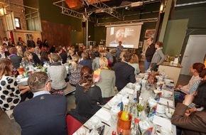 """news aktuell GmbH: Was macht die Digitalisierung mit unseren Kindern? news aktuell setzt Reihe """"PR-Slam & Ham"""" in Berlin fort"""
