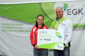 EGK Gesundheitskasse: EGK Charity: Run for HIF: EGK spendet 14'740 Franken für die Sportklasse des Hochalpinen Instituts Ftan