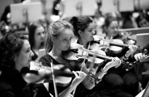 Schweizer Jugend-Sinfonie-Orchester: SJSO Schweizer Jugend-Sinfonie Orchester: Das Konzertprogramm umfasst bei der diesjährigen Herbsttournee 2013 gleich drei Werke aus unterschiedlichen Epochen (Bild)