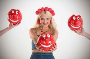 """ProSieben Television GmbH: Der RED NOSE DAY 2015 wird strange: Bonnie geht irre Tattoo-Wette ein - bei """"taff"""" auf ProSieben."""
