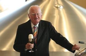 Krombacher Brauerei GmbH & Co.: Dr. h.c. Friedrich Schadeberg, Seniorchef der Krombacher Brauerei, feiert am Tag des Deutschen Bieres seinen 95. Geburtstag