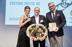 """LIDL: Auszeichnung für Fairen Handel: Lidl gewinnt Fairtrade-Award / Der Award bildet den Auftakt des """"Fairtrade Jahres"""" von Lidl anlässlich der 10-jährigen Lizenz-Partnerschaft mit Fairtrade"""