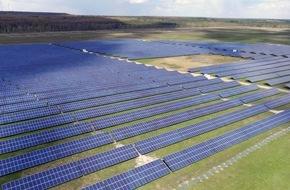 Trianel GmbH: Stadtwerke realisieren erfolgreich Trianel Solarpark Schipkau / Erstes PV-Ausschreibungsprojekt in Betrieb genommen