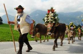 ALPBACHTAL SEENLAND Tourismus: Reither Almabtrieb mit Handwerksmarkt: Hier werden die vierbeinigen Heimkehrer gefeiert