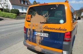 Polizeiinspektion Hildesheim: POL-HI: Alfeld: Sachbeschädigung mit Farbe an Kleinbus; Zeugenaufruf